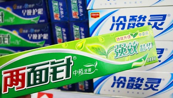 """中国第一牙膏品牌""""亏了9年 两面针为何倒掉?"""